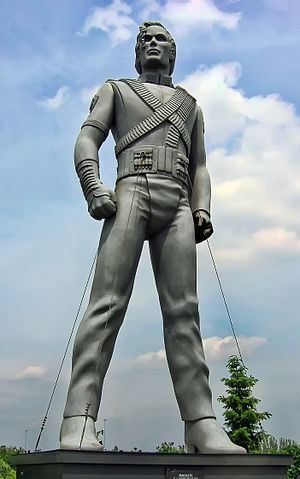 Michael Jackson HIStory statue httpsuploadwikimediaorgwikipediacommonsthu