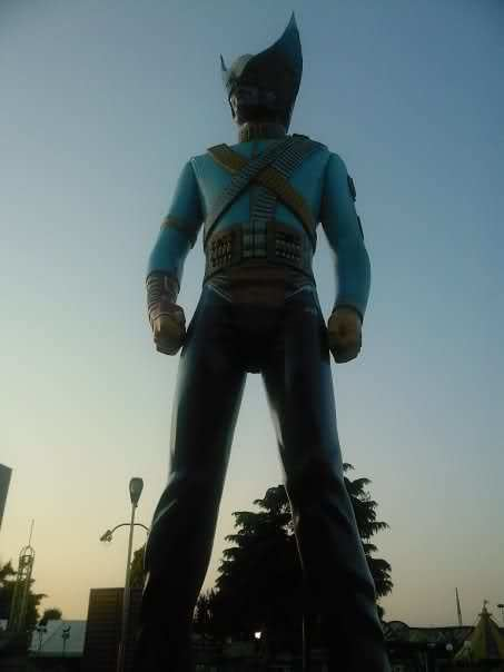 Michael Jackson HIStory statue 20 Years Later 20 Things You May Not Have Known About Michael