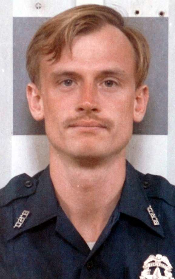 Michael Lee Lockhart Discovery Channel to feature 1988 Beaumont police officer murder
