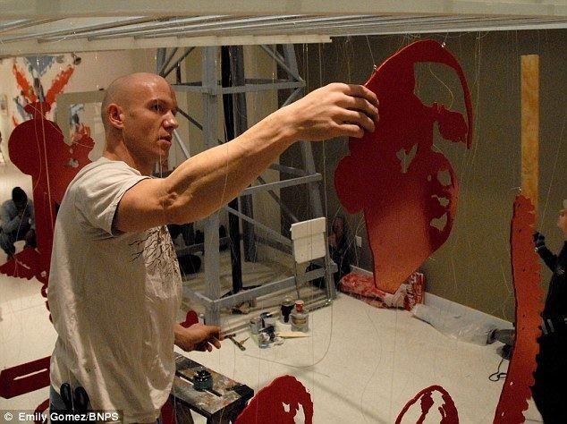 Michael Murphy (sculptor) Face off The extraordinary 3D sculptures of peoples heads made