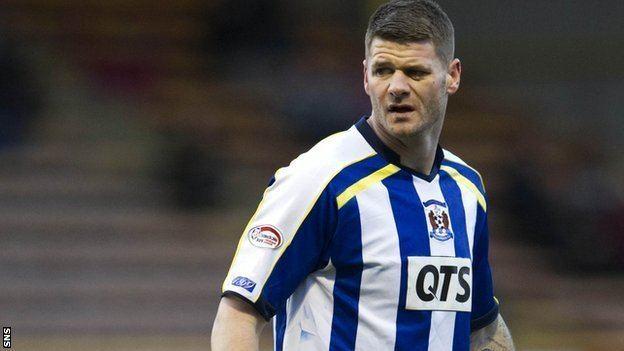 Michael Nelson (footballer) BBC Sport Defender Michael Nelson joins Hibs from Bradford