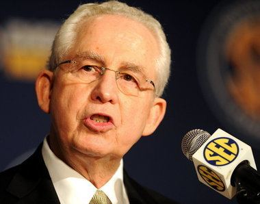Michael Slive College football playoff plan favored by Mike Slive SEC