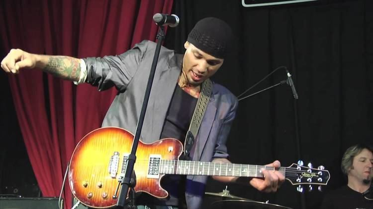 Michael Williams (guitarist) Blues Powerhouse Michael Williams on James Tyler Variax and DT Amps