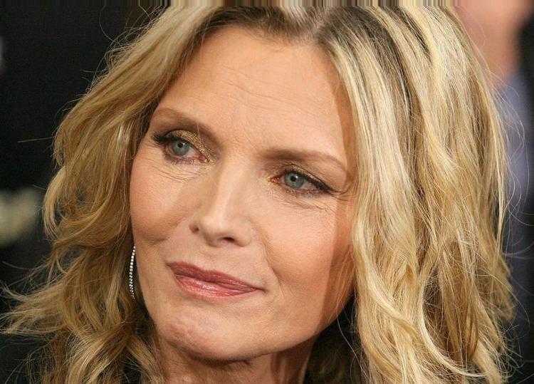 Michelle Pfeiffer Michelle Pfeiffer Biography Childhood Life Achievements