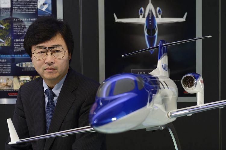 """Cum l-a ajutat un """"Evrica!"""" aeronautic pe Michimasa Fujino să salveze proiectul avionului HondaJet, cel mai de succes avion de afaceri"""