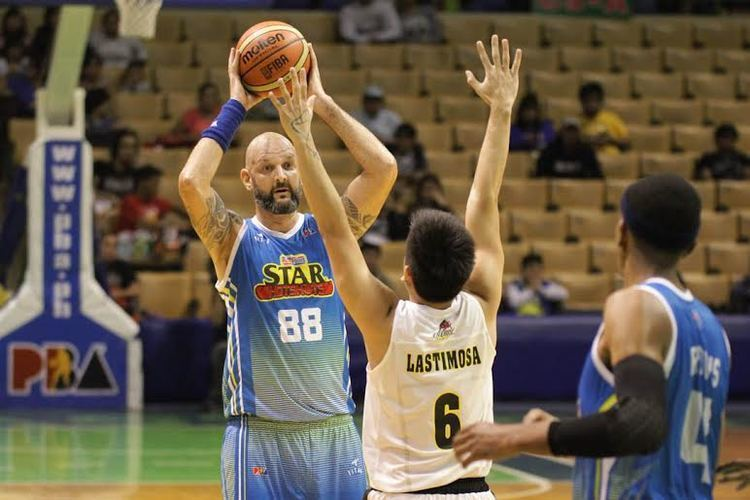 Mick Pennisi HOTSHOTS GET HELP UP FRONT Philippine Basketball Association