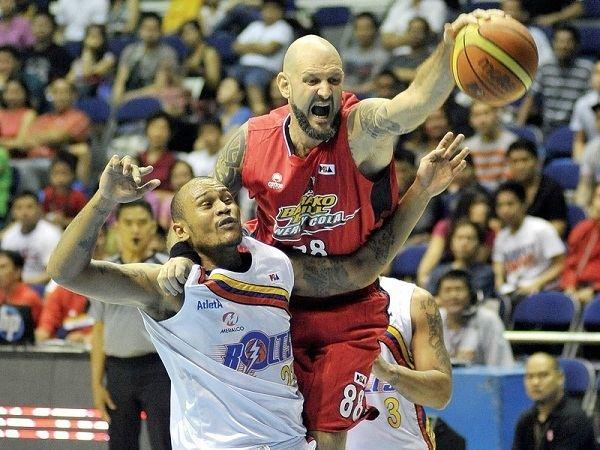 Mick Pennisi Pennisi returns to Barako Bull Philippine Basketball Association