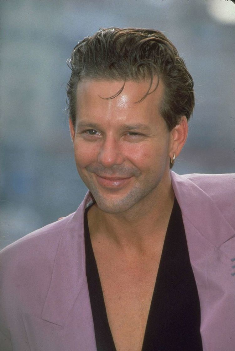 Mickey Rourke Mickey Rourke shows off dramatic transformation as he