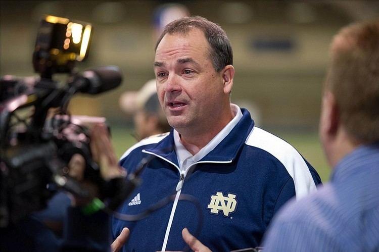 Mike Denbrock Report Mike Denbrock leaving Notre Dame for Cincinnati FootballScoop