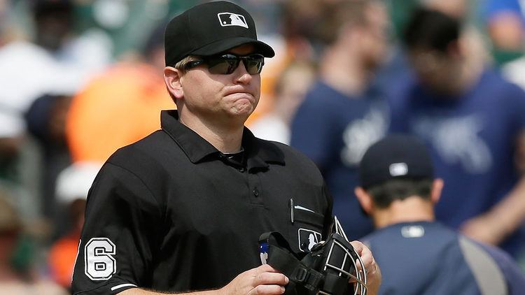 Mike Muchlinski Umpire Mike Muchlinski exits game in fifth inning MLBcom