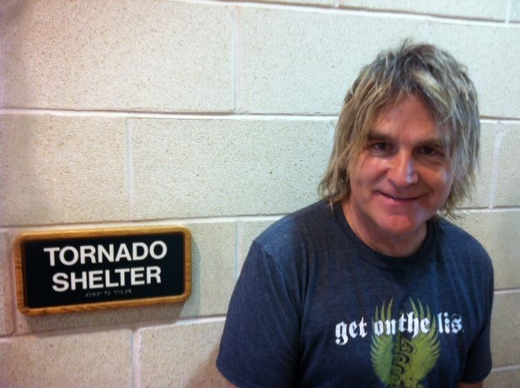 Mike Peters (musician) Yknow interviews with the famous Mike Peters musician