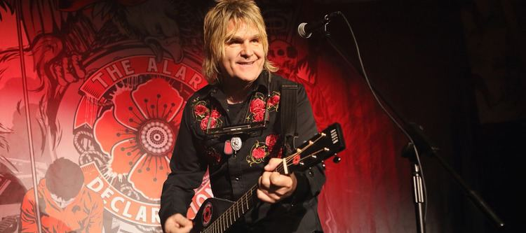 Mike Peters (musician) Mike Peters Auden Guitars