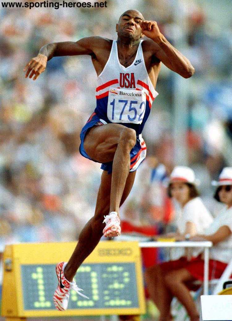 Mike Powell (long jumper) Bob Beamon leaps into history thecuriousastronomer