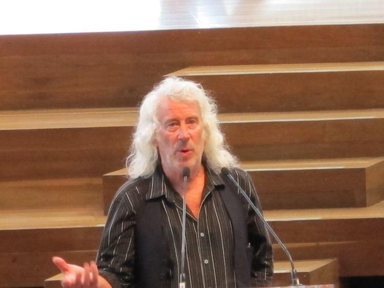 Mike Reynolds (architect) httpsuploadwikimediaorgwikipediacommonscc