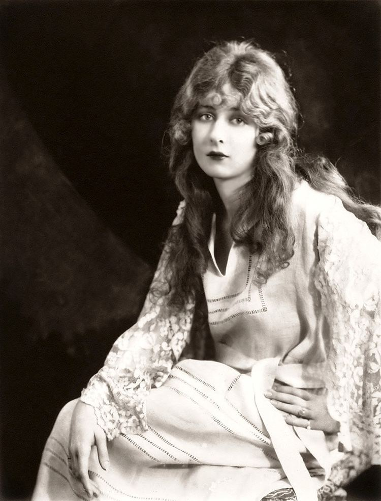 Mildred Harris Mildred HarrisAnnex