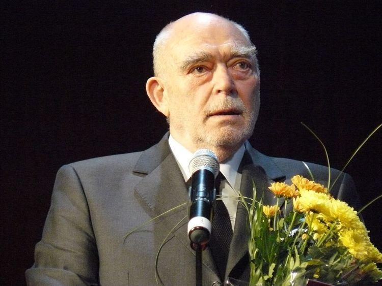 Mircea Albulescu Mircea Albulescu wins Excellence Award at Romania Cultural