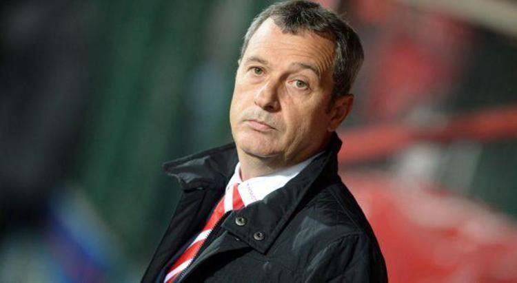 Mircea Rednic Mircea Rednic noul antrenor al lui Dinamo Fotbal