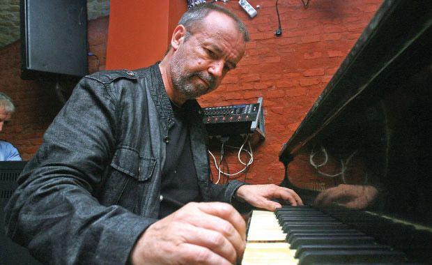 Mircea Tiberian Mircea Tiberian aniverseaz 40 de ani de carier muzical