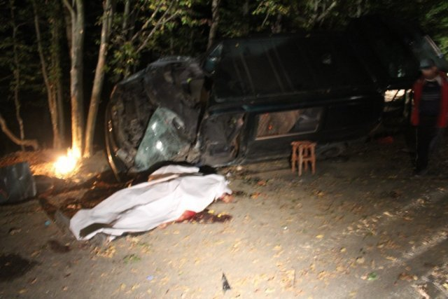 Mironeasa IMAGINI OCANTE Doi mori i trei rnii ntrun accident cumplit