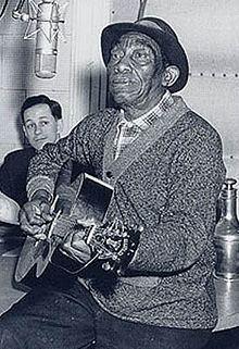 Mississippi John Hurt httpsuploadwikimediaorgwikipediacommonsthu