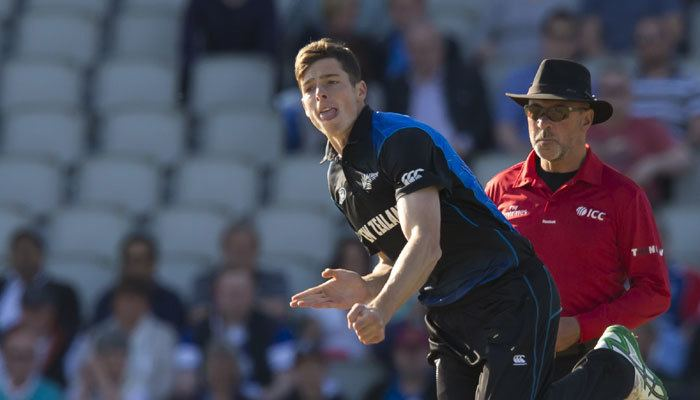 Mitchell Santner Mitchell Santner Grant Elliott earn NZ central contracts