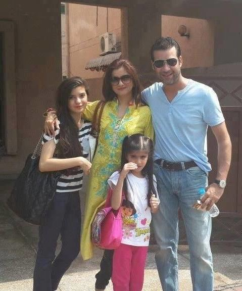 Moammar Rana Adorable Family Pictures Of Moammar Rana With His Wife Two Daughters