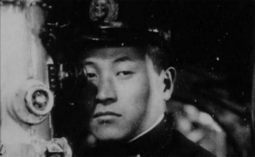Mochitsura Hashimoto commander Mochitsura Hashimoto inside Japanese navy submarine I58