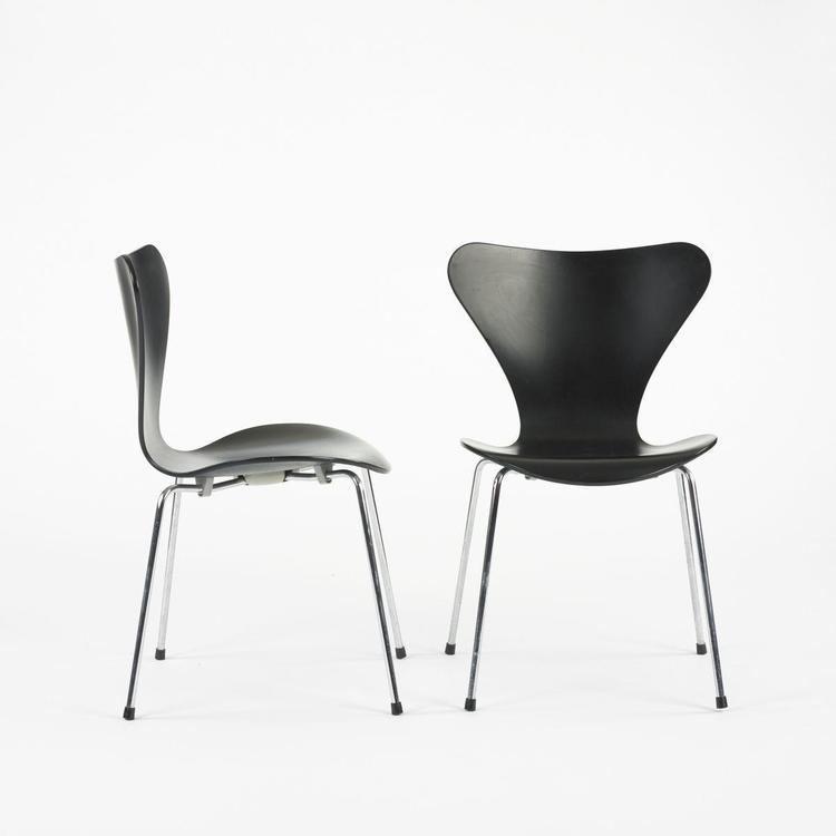 Model 3107 chair Arne Jacobsen Sevener chairs model 3107 pair
