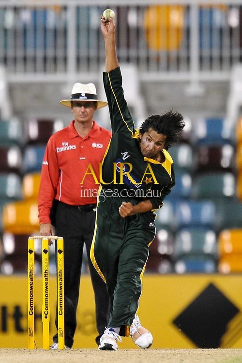 Mohammad Asif bowling from the Vulture Street end for Pakistan