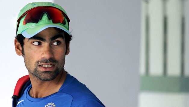 Mohammad Kaif (Cricketer) playing cricket