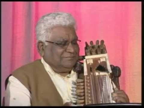 Moinuddin Khan Sarangi Dr Ragini Trivedi on techniques with Ustad Moinuddin Khan