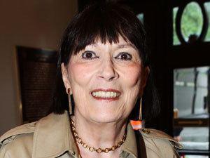 Monique Miller vert Monique Miller dans La Corneille