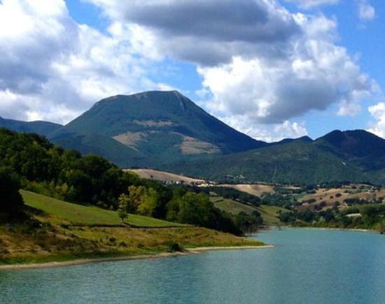 Monte San Vicino httpsmediacdntripadvisorcommediaphotos08