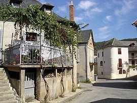 Monteils, Aveyron httpsuploadwikimediaorgwikipediacommonsthu