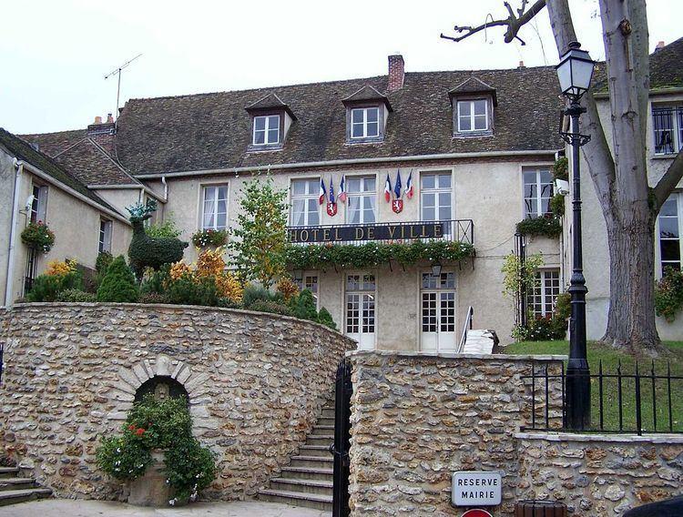 Montfort-l'Amaury httpsuploadwikimediaorgwikipediacommonsthu