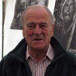 Moray Watson httpsuploadwikimediaorgwikipediacommonsthu