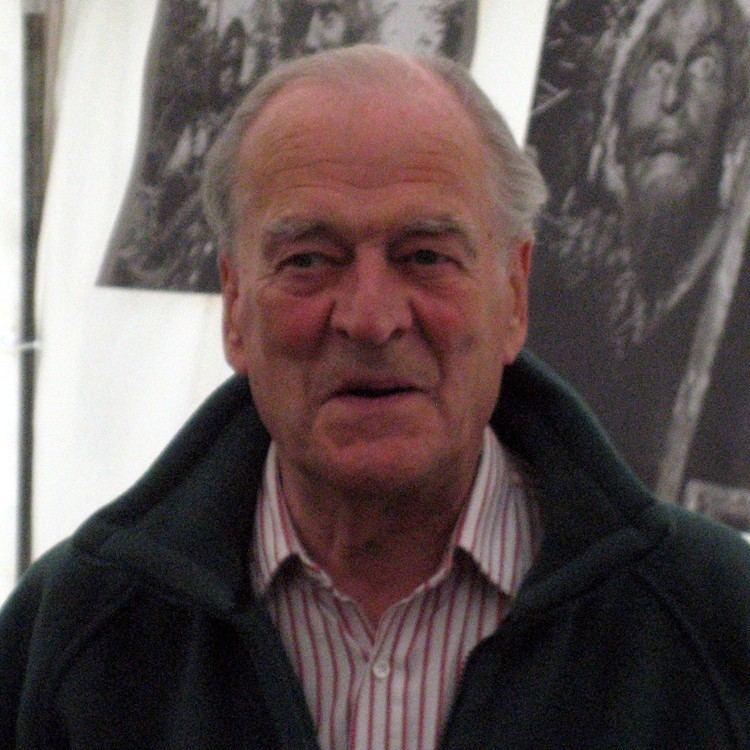 Moray Watson httpsuploadwikimediaorgwikipediacommonsdd
