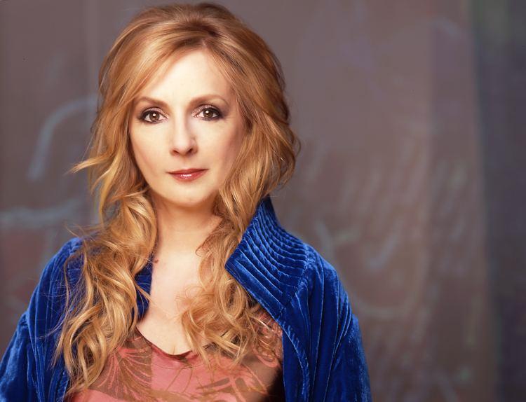 Moya Brennan wwwcelticcafecomcelticcafeMusicArtistsMoyaBr
