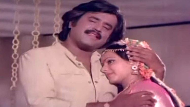 Naan Sigappu Manithan (1985 film) Naan Sigappu Manithan 1985 RajinikanthAmbika Venmegam Vinnil