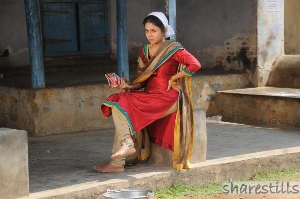 Nallavan (2010 film) movie scenes Shruthy Bala Stills from Romba Nallavan Da Nee 4