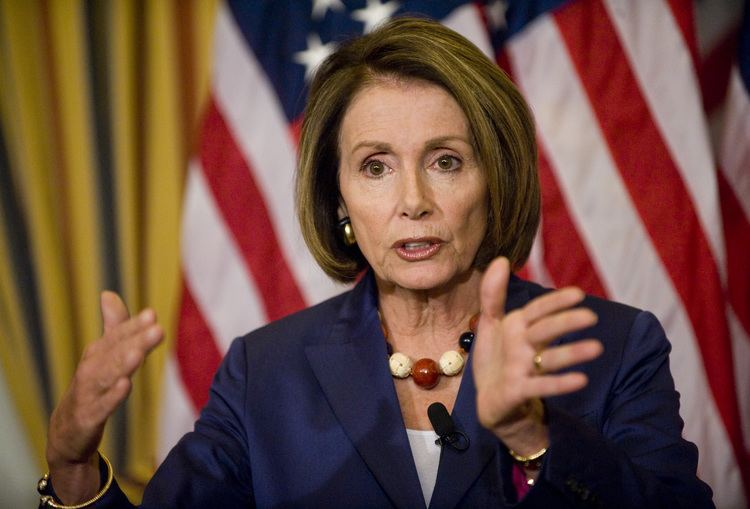 Nancy Pelosi Obama Gives Rosary Blessed by Pope Francis to ProAbortion