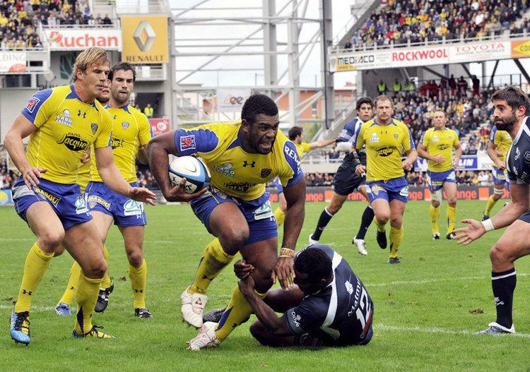 Napolioni Nalaga Clermont wing Napolioni Nalaga tries to break free of a