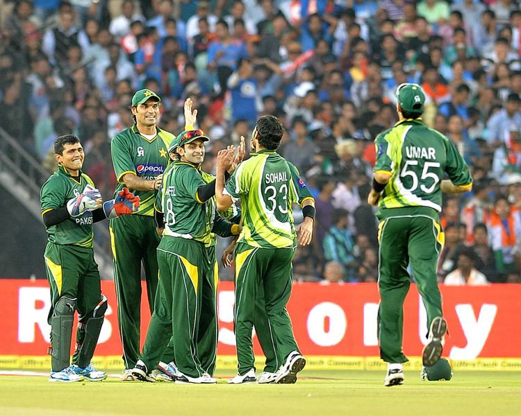 Nasir Jamshed (Cricketer) playing cricket