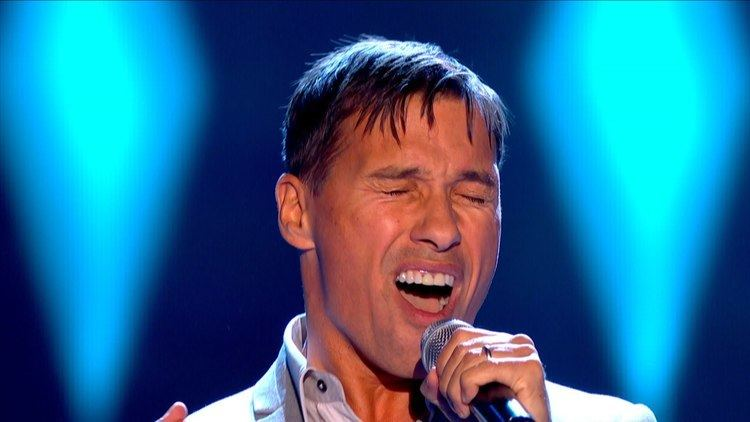 Nathan Moore (English musician) Nathan Moore performs 39Seven Nation Army39 The Voice UK