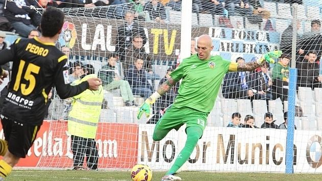 Nauzet Pérez Nauzet Prez llega para cubrir la baja de Roberto Santamara MARCAcom