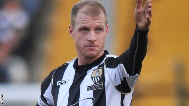 Neal Bishop BBC Sport Blackpool sign free agent Neal Bishop on short