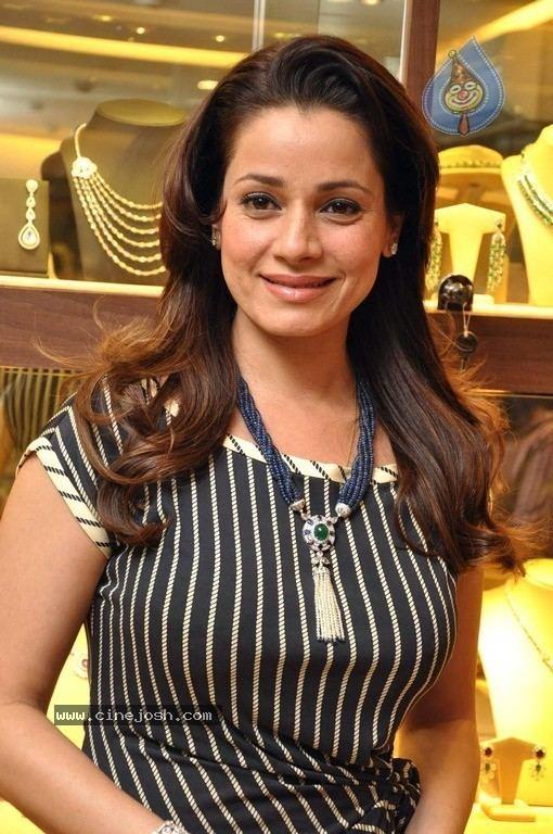 Neelam Kothari Celebs at Neelam Kothari Jewellery Showroom Launch big