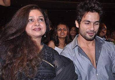 Neelima Azeem Shahid Kapoor family childhood photos Celebrity family wiki