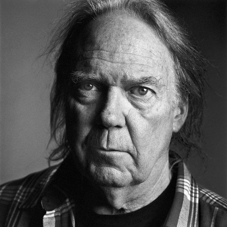 Neil Young httpsstatic01nytcomimages20120923magazin