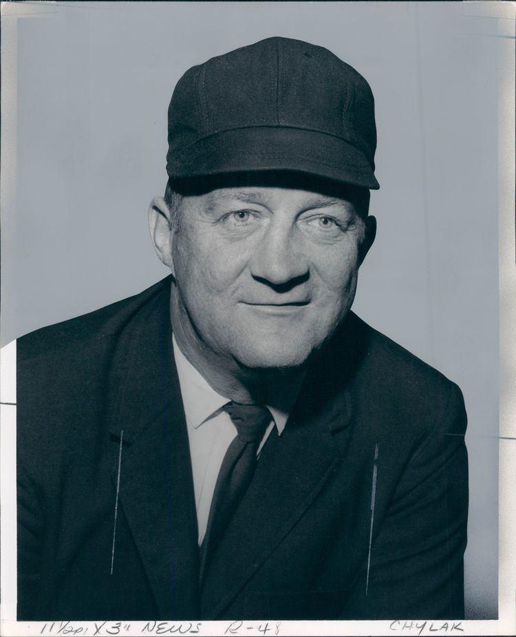 Nestor Chylak Lot Detail 196676 Nestor Chylak Hall of Fame Umpire
